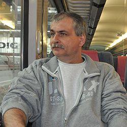 """Henorel Olărescu – directorul Școlii Generale """"Avram Iancu"""" din Voinești-Covasna"""