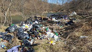 gunoaie pe malul raului Buzau (2)
