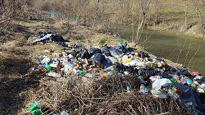 gunoaie pe malul raului Buzau (5)