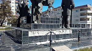 soclu statuie M Viteazul