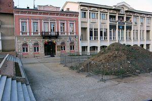 morman pamant Prefectura si Consiliul Judetean
