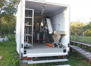 prelucrare-fructe-mobila-camion-spate