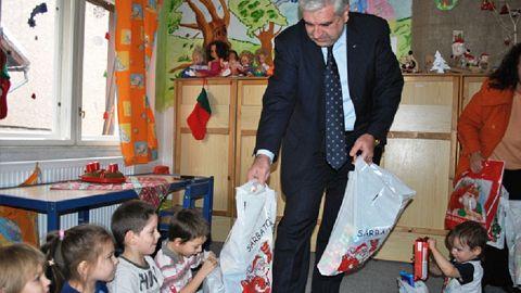 """""""Moş Crăciun poliţist"""" la copiii din Centrul de Zi nr. 1 Sf. Gheorghe"""