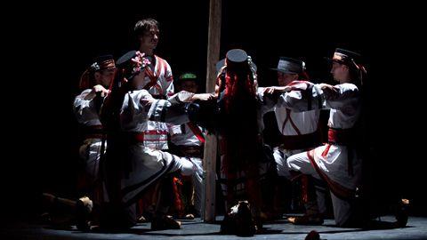Ansamblul de Dansuri Trei Scaune – spectacol cu măști și ritualuri
