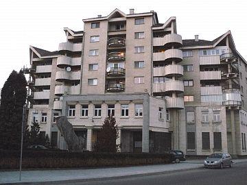 Clădirea fostei BNR se află în litigiu de mai mulţi ani, fiind subiect de dispută între Episcopia Ortodoxă a Covasnei şi Harghitei şi Consiliul Judeţean Covasna