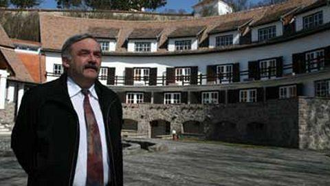 Casa parohială din Ilieni a noului episcop reformat al Ardealului a fost prădată