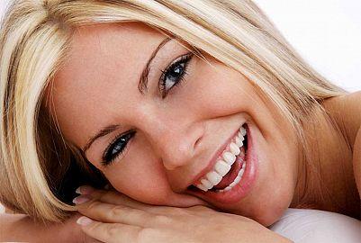 femei zambet dinti