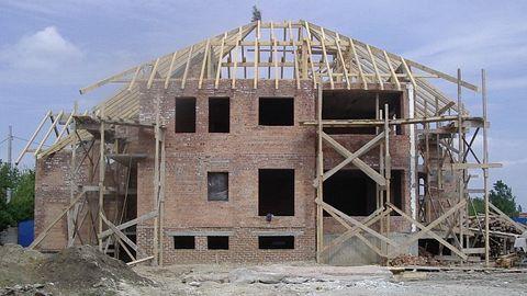 Numărul autorizaţiilor de construcţie se menţine constant