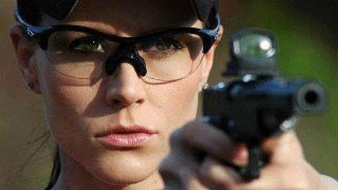 O singură femeie din Covasna deține pistol pentru autoapărare