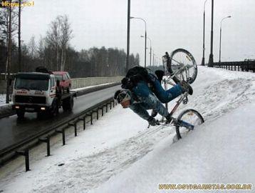 Polițiștii atenționează: mopedele și bicicletele nu sunt pentru iarnă