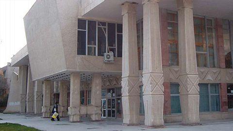 Primaria pune lacatul pe usa Casei de Cultura