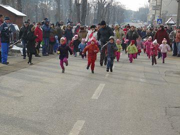 Sute de copii la concursul de alergare de Mos Nicolae