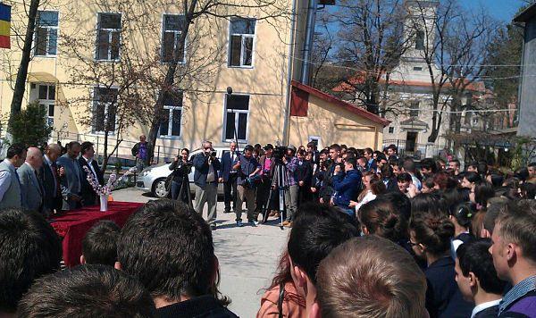 Gheorghe Zamfir la Constantin Brancusi aprilie 2013 - 1