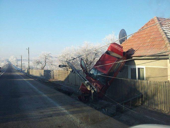accident moacsa masina stalp decembrie 2013 - 2