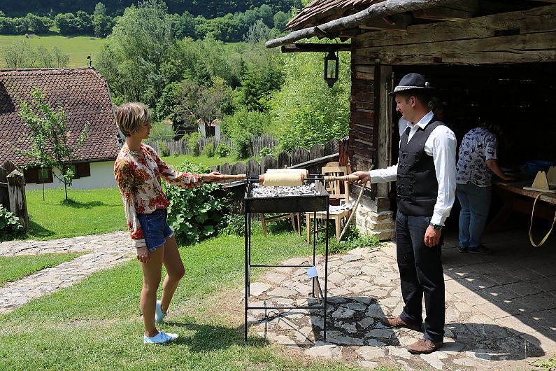 https://cvmi.cname.ro/850_530/crestere-de-peste-13-in-turismul-covasnean-in-primele-4-luni-din-2018/article/mediaPool/uzQCsVq.JPG