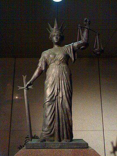 Statuia zieței Themis Complexul instanțelor judecătorești, Brisbane, Queensland, Australia.
